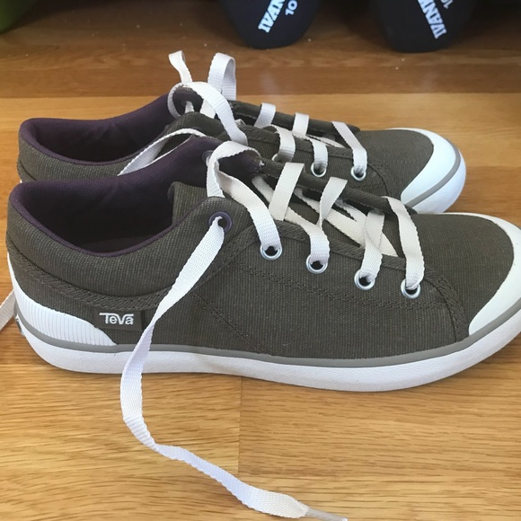 897d01ed0402c Teva Freewheel Washed Canvas Sneakers. M 5afe13f761ca104d6d2e5b0f